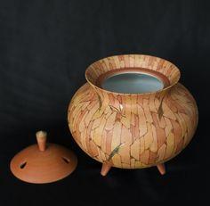 Incense burner with a leaf pattern, overglaze enamels and gold - GALLERY JAPAN - Japanese traditional art crafts