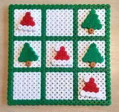 Jul, tre på stribe, spil, perler, hama Christmas Coasters, Beaded Christmas Ornaments, Christmas Fun, Hama Beads Coasters, Perler Beads, Beading For Kids, Hama Beads Design, Iron Beads, Melting Beads