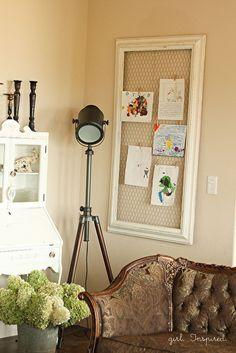 Combina alambre para gallinero y un marco vacío para crear un espacio para…