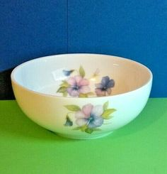 French Limoges Bowl with flower decoration Ref: 697 French Cafe, French Vintage, Ceramic Bowls, Serving Dishes, Flower Decorations, Blue Flowers, Flower Pots, Base, France