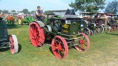 Old Tractors ... you want old tractors ... we got plenty of them on Toursgallery.com USA Tour 2018.