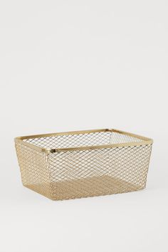 Phone Organization Discover Large Metal Wire Basket - Gold-colored - Home All H&m Recycle, Neon Party Decorations, Gold Bedroom Decor, H & M Home, Gift Card Shop, Color Dorado, Phone Organization, Wire Baskets, Gold Wire Basket