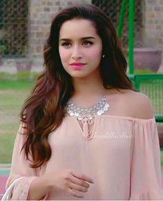 She is just perfect Bollywood Heroine, Bollywood Actress Hot, Indian Bollywood, Bollywood Stars, Bollywood Fashion, Shraddha Kapoor Hot Images, Shraddha Kapoor Cute, Indian Celebrities, Bollywood Celebrities