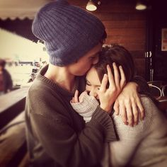 i want someone to hug me like this ^.^
