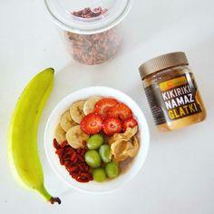 #strawberry #banana #breakfast    #diet #peanutbutter #peanut #butter #healthy #grapes #poridge #oatmeal #goji #weight