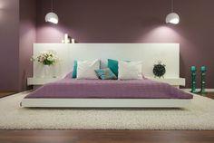 couleur de peinture pour chambre lilas, lit bas en blanc neige, lampes design, tapis shaggy blanc et sol en parquet massif