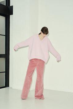 INSCRIRE 2018-19秋冬コレクション Fashion Pants, Boho Fashion, Winter Fashion, Womens Fashion, Fashion Design, Muslim Fashion, Korean Fashion, Wide Pants, Poses