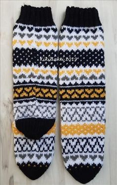 Fair Isle Knitting, Knitting Socks, Free Knitting, Knitting Patterns, Wool Socks, Knitting Projects, Handicraft, Mittens, Knit Crochet