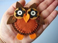 Felt Owls - i've seen lots of feltworks, but none of them close to this, it's just.. adorable :)