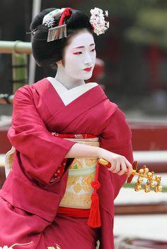 Maiko in ''HIMESANJA ODORI'' Yukata, Samurai, Kabuki Costume, Geisha Art, Memoirs Of A Geisha, Japan Art, Japanese Beauty, People Of The World, Japan Fashion