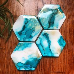No automatic alt text available. Alcohol Ink Tiles, Alcohol Ink Glass, Alcohol Ink Crafts, Alcohol Ink Painting, Alcohol Inks, Diy Resin Art, Epoxy Resin Art, Diy Resin Crafts, Diy Coasters