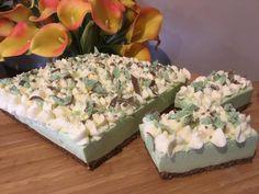 Best Mint Aero Cheesecake Recipe Ever Aero Cheesecake, Cheesecake Recipes, Yummy Treats, Yummy Food, Tasty, Peppermint Crisp, Oreo Biscuits, Facebook Recipe, Green Food Coloring