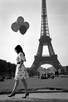 Eiffel tower balloons