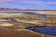 Sources chaudes de Polques au centre d'un cadre grandiose, en Bolivie