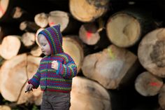 outdoor photography session of 1,5 year old baby in the forest