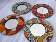 Espejos circulares en tonos Worli Painting, Pottery Painting, Painting Frames, Cd Crafts, Diy And Crafts, Arts And Crafts, Mirror Mosaic, Mosaic Art, Mandala Tapestry