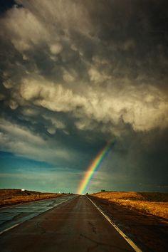 Rainbow road...   :)  ÈL sigue cumpliendo su promesa