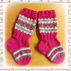Lasten kirjoneulesukat Knitting Socks, Barn, Fashion, Easy Knitting Projects, Breien, Knit Socks, Moda, Converted Barn, Fashion Styles