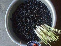 Hướng dẫn cách làm ốc đá nấu rau xanh thơm ngon Ốc đá nấu rau ranh là đặc sản của huyện miền núi Trà Bồng tỉnh Quảng Ngãi. Ốc đá là loại ốc chỉ có...