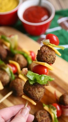 Meatball Cheeseburger Kabobs Picnic Food Kids, Picnic Foods, Tailgating Recipes, Tailgate Food, Keto Burger, Game Day Appetizers, Football Food, Kabobs, Dinner Plates