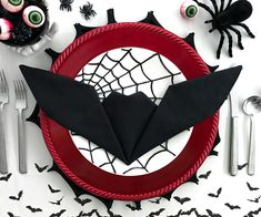 Bat Napkin Folding-Get creative with your Halloween place settings! These fun bat napkins are a cinch, and take less than one minute to fold. No need to be an origami expert to master this technique. Bunny Napkin Fold, Paper Napkin Folding, Folding Napkins, Halloween Table, Halloween Bats, Happy Halloween, Halloween Dinner, Halloween Stuff, Halloween Window