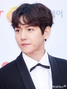 Baekhyun - 171115 2017 Asia Artist Awards, red carpet  Credit: 엑스포츠뉴스.