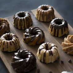These delicious mini bundt cakes have swirls of rich chocolate mixed into most vanilla batter, all topped with chocolate ganache and a vanilla glaze. Mini Desserts, Just Desserts, Dessert Recipes, Mini Bunt Cake Recipes, Cupcakes, Cupcake Cakes, Pear And Almond Cake, Bolo Cake, Bunt Cakes