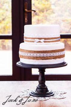 Fekete antikolt tortatál - BLACK WOOD    Jack&Jane tortaállványok Black Wood, Vanilla Cake, Desserts, Food, Wedding, Tailgate Desserts, Valentines Day Weddings, Deserts, Essen