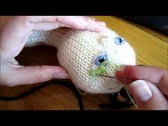 How to Make Faces on Knitted Dolls Part Eyes continued Loom Knitting Projects, Loom Knitting Patterns, Knitting Videos, Crochet Toys Patterns, Yarn Projects, Knitting Stitches, Doll Patterns, Knitted Dolls Faces, Crochet Dolls
