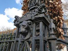Liam's aunt's estate is close to here! Lions, Lion Sculpture, Fire, Statue, London, Places, Big Ben London, Lugares, Sculptures