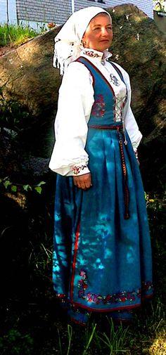 Telemark, Vest-Telemark damebunad - Husflidsbutikken , A. Traditional Art, Traditional Outfits, Norwegian Clothing, Norwegian Vikings, Beautiful Costumes, Bridal Crown, Folk Costume, In This World, Norway