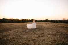 Talk about rustic elegance! Elizabeth Looney did a phenomenal job of capturing the mix of the natural background and romantic style! Click the image to learn more. Photo credit: Elizabeth Looney Photography