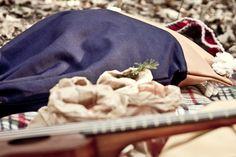 Valise. Colección Otoño Invierno. www.valisebags.com. Azul & Camel. 66$. Picnic de invierno en el bosque.  #valisebags #valisebarcelona #bags #fashion #bagpack