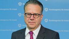 Soll Flüchtlingsmanager in der Krise sein: der Vorstandsvorsitzende der Bundesagentur für Arbeit, Frank-Jürgen Weise http://www.faz.net/aktuell/politik/fluechtlingskrise/fluechtlingskrise-kanzlerin-macht-ba-chef-weise-zum-fluechtlingsmanager-13808993.html