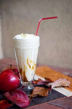 Caramel apple Perfect for fall. Heck, perfect for whenever! Milk Shakes, Milkshake Recipes, Smoothie Recipes, Drink Recipes, Apple Recipes, Fall Recipes, Healthy Recipes, Yummy Drinks, Yummy Food