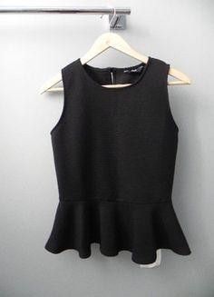 Czarna prążkowana bluzka baskinka ML