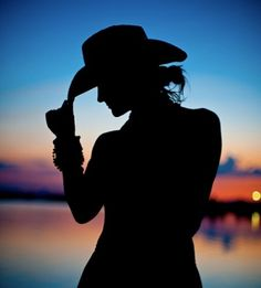 Cowgirl Up - Sunset Silhouette Camera Model: Nikon Sunset Silhouette, Silhouette Painting, Girl Silhouette, Black Silhouette, Cow Girl, Estilo Cowgirl, Silhouette Photography, Cowgirl And Horse, Westerns