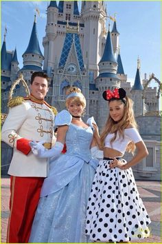 Ariana Grande Disney World 2014. Love her outfit