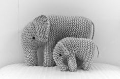 Lovely Elephant!! Free pattern on Ravelry: mariflori's mother and son elephant