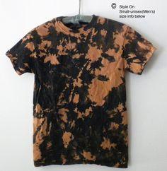 Black Bleached Shirt, Black Tie Dye Shirt, Tie Dye Sweatshirt, Tie Die Shirts, Tee Shirts, Redo Clothes, Acid Wash Shirt, Tie Dye Crafts, Tie Dye Techniques
