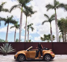 Beep beep I had the keys to this Dune today. Took @itscovl for a spin just to bump that new Rihanna. #LiveLikeRia