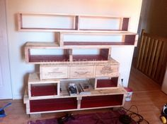 image9 600x448 Pallet bookshelves with wine boxes in pallet home decor pallet living room  with