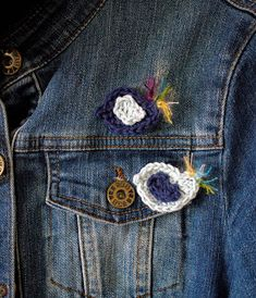 Free pattern over on my blog Moochka: Birdie brooch