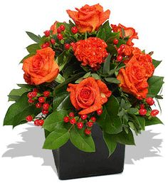 Vaso com rosas e mini rosas vermelhas