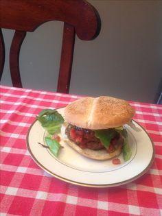 Hamburger de veau du Québec - Venez découvrir une multitude de recettes BBQ de POM® qui célèbre le bon goût du Québec! #PainPOM125ans