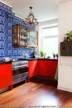 adore this bold color combination of tomato red, blue & white... and the antique gold accents.  so clean, unique, interesting.  lots of energy in this kitchen!