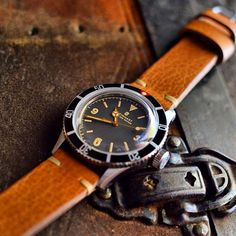 Made as a homage watch to pay tribute to the very first submariner - Rolex 6200, Steinhart Ocean One Vintage oozes roughness and timelessness in its design.