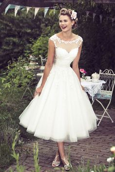 Vintage Wedding Dresses Like this dress for tea length - This tea length rustic wedding dress is perfect for a relaxed country wedding. A-line wedding dress features illusion neckline cap sleeves lace bodice topped by tea length tulle skirt. Country Wedding Dresses, Bridal Dresses, Short Wedding Dresses, Party Dresses, Dresses 2016, Country Weddings, Dresses Dresses, Vintage Weddings, Dinner Dresses
