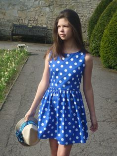 Casual and cute summer dress, it just needs a white little belt!