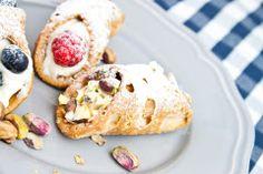 Cannoli s ricottou a citrusový jogurt Cannoli, Ricotta, Grapefruit, Pancakes, Breakfast, Food, Basket, Morning Coffee, Essen
